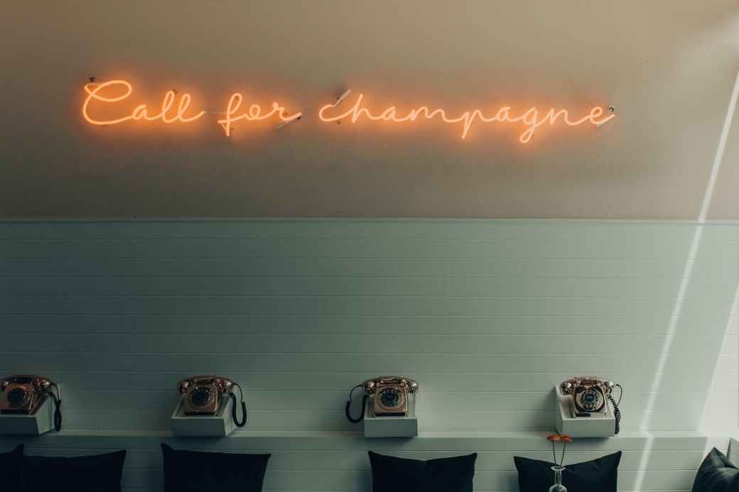 lighted yellow call for champagne signage